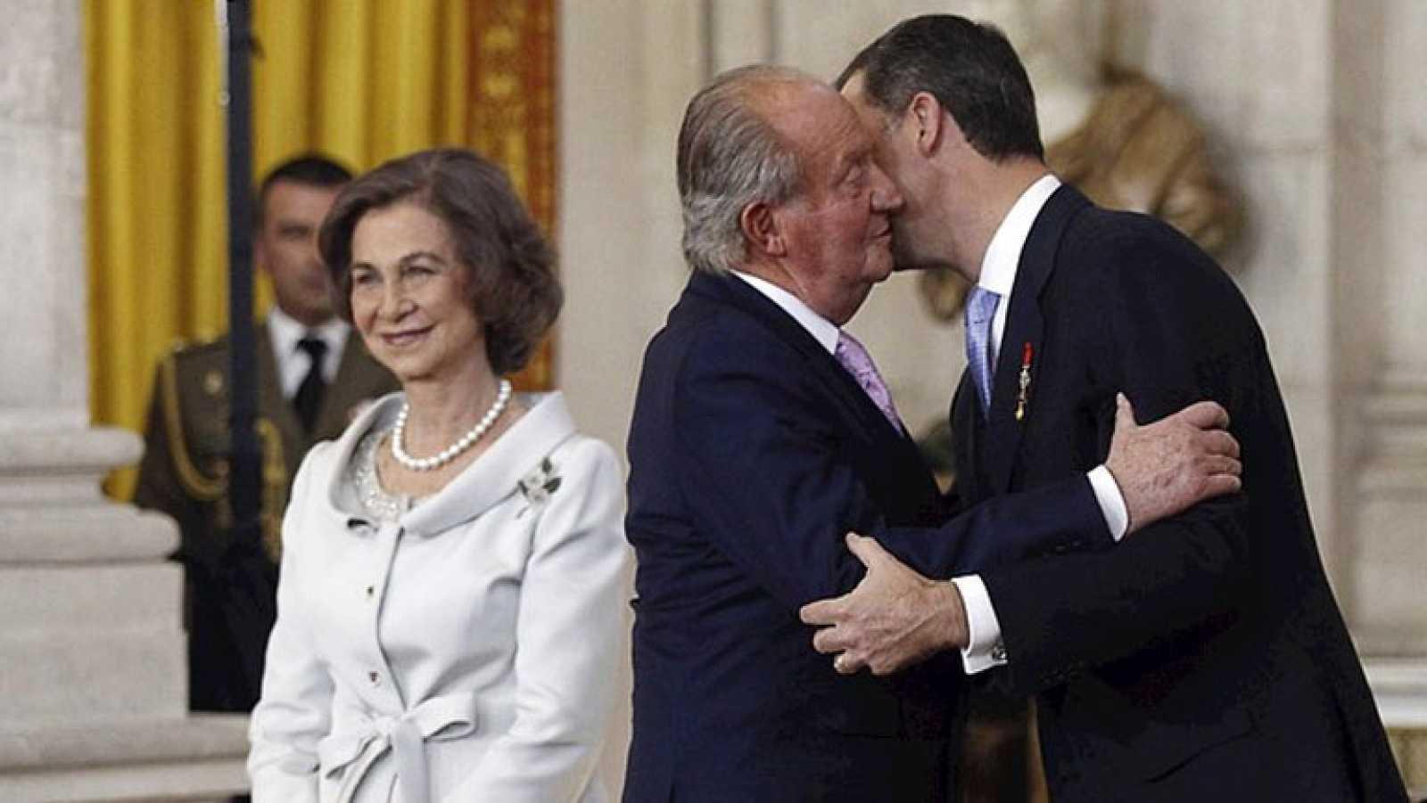 Juan Carlos I sanciona la ley que pone fin a sus 39 años de reinado
