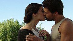 Amar en tiempos revueltos - El beso más apasionado de Antonio y Andrea