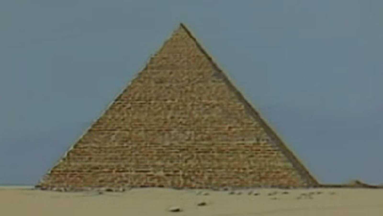 Más allá - La gran pirámide