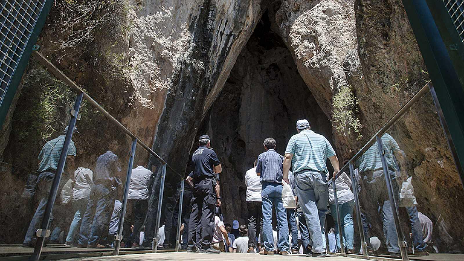 La Cueva del Parpalló muestra sus tesoros de arte paleolítico