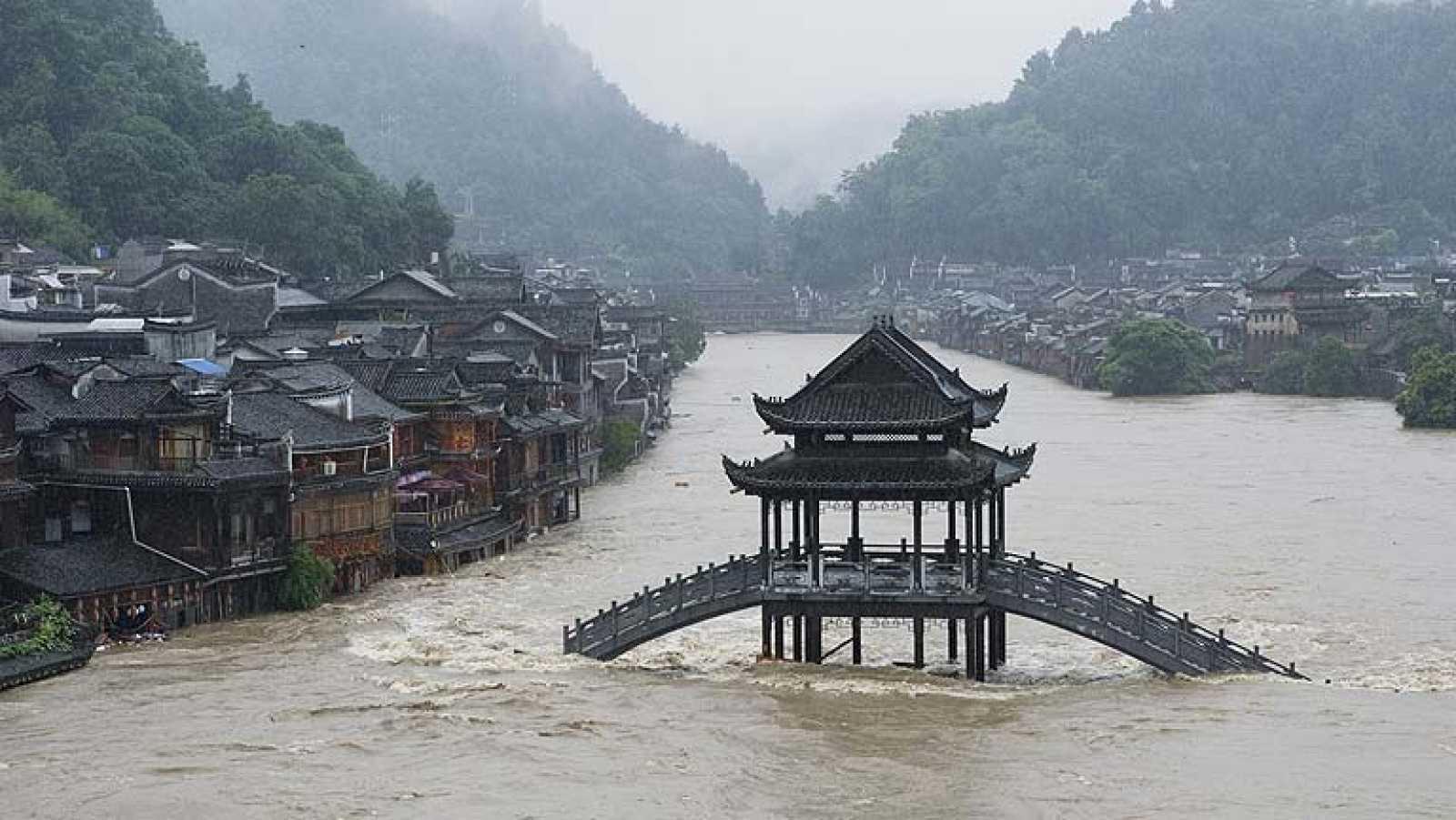 Inundaciones en el sur de China, que espera al tifón Rammasun tras su paso por Filipinas
