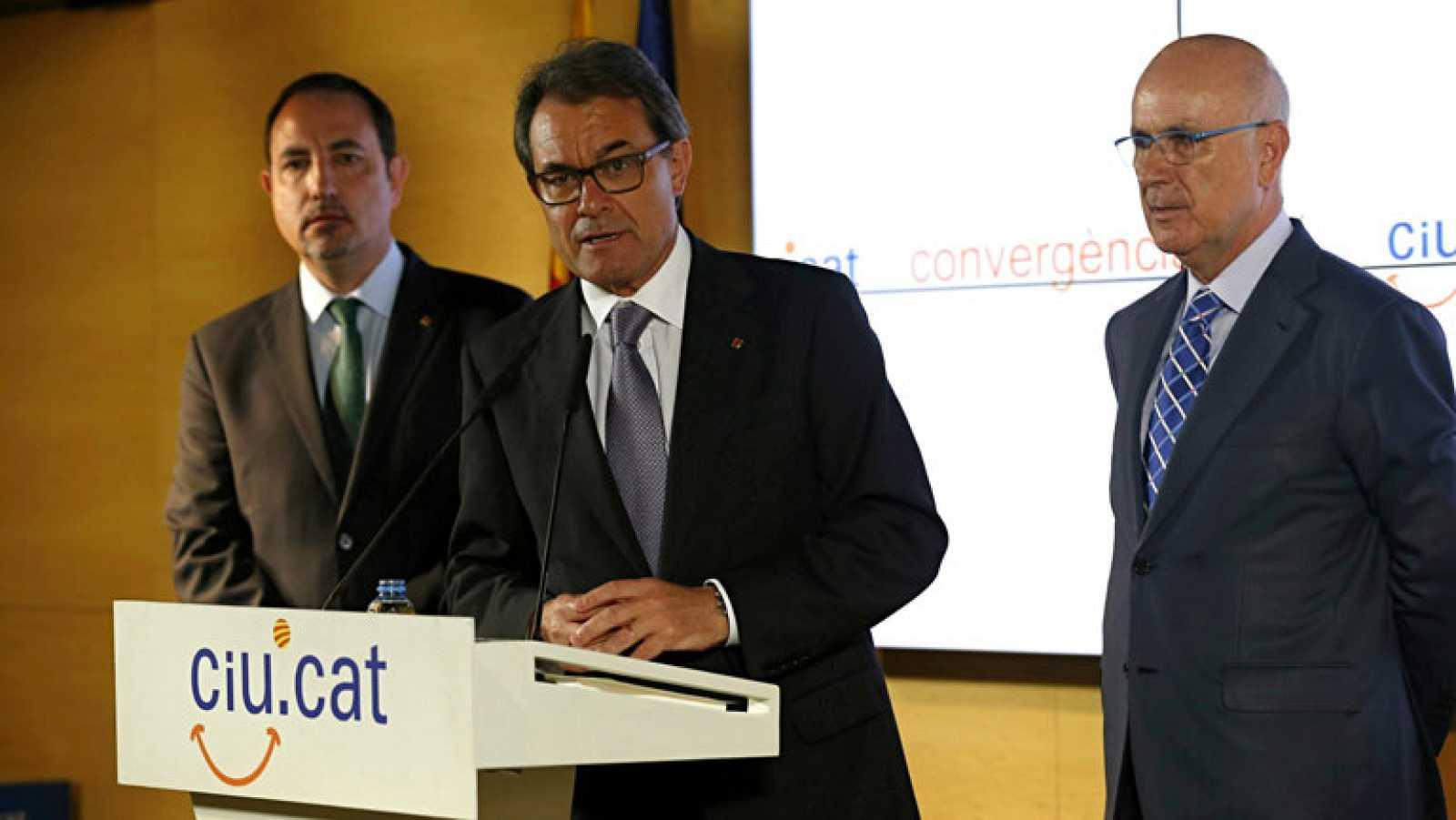 Duran deja la secretaría general de CiU y Mas elogia su capacidad de consenso
