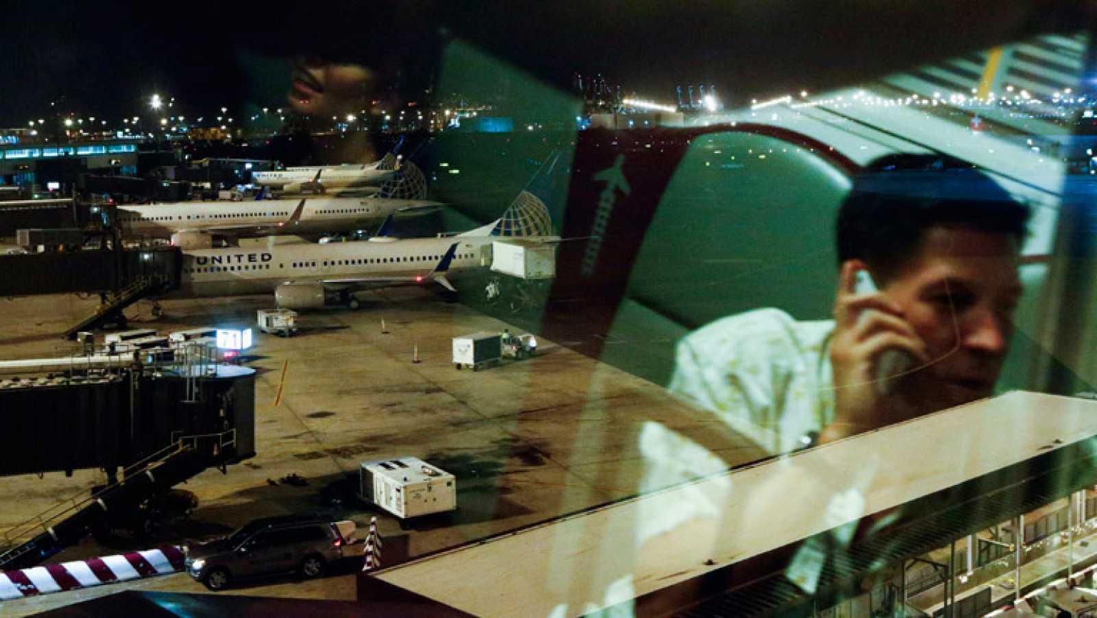 EE.UU prohíbe a sus aerolíneas volar a Tel Aviv tras impactar un cohete a una milla del aeropuerto