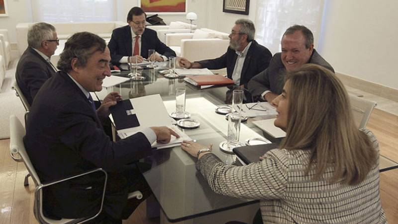 Rajoy se reúne en Moncloa con patronal y sindicatos para impulsar el diálogo social