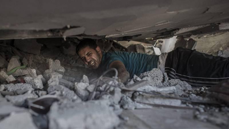 El amanecer deja al descubierto los efectos de otra noche de bombardeos sobre la Franja de Gaza