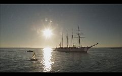 Capitán Q - Escoltado por el buque escuela Juan Sebastián Elcano