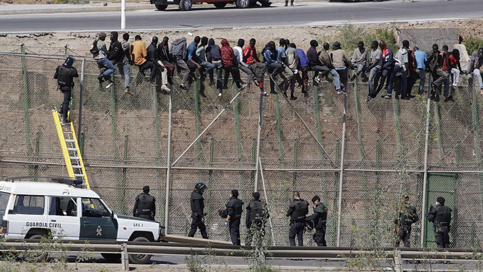 Unos 600 inmigrantes han intentado saltar la valla de Melilla