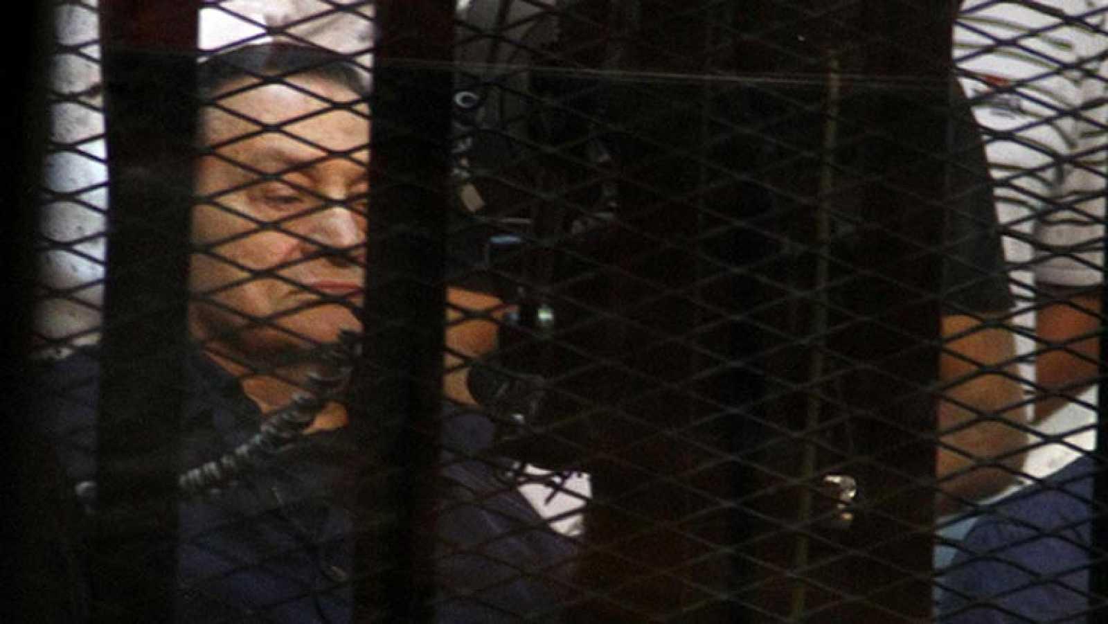 Mubarak declara ante el tribunal que nunca ordenó disparar contra manifestantes