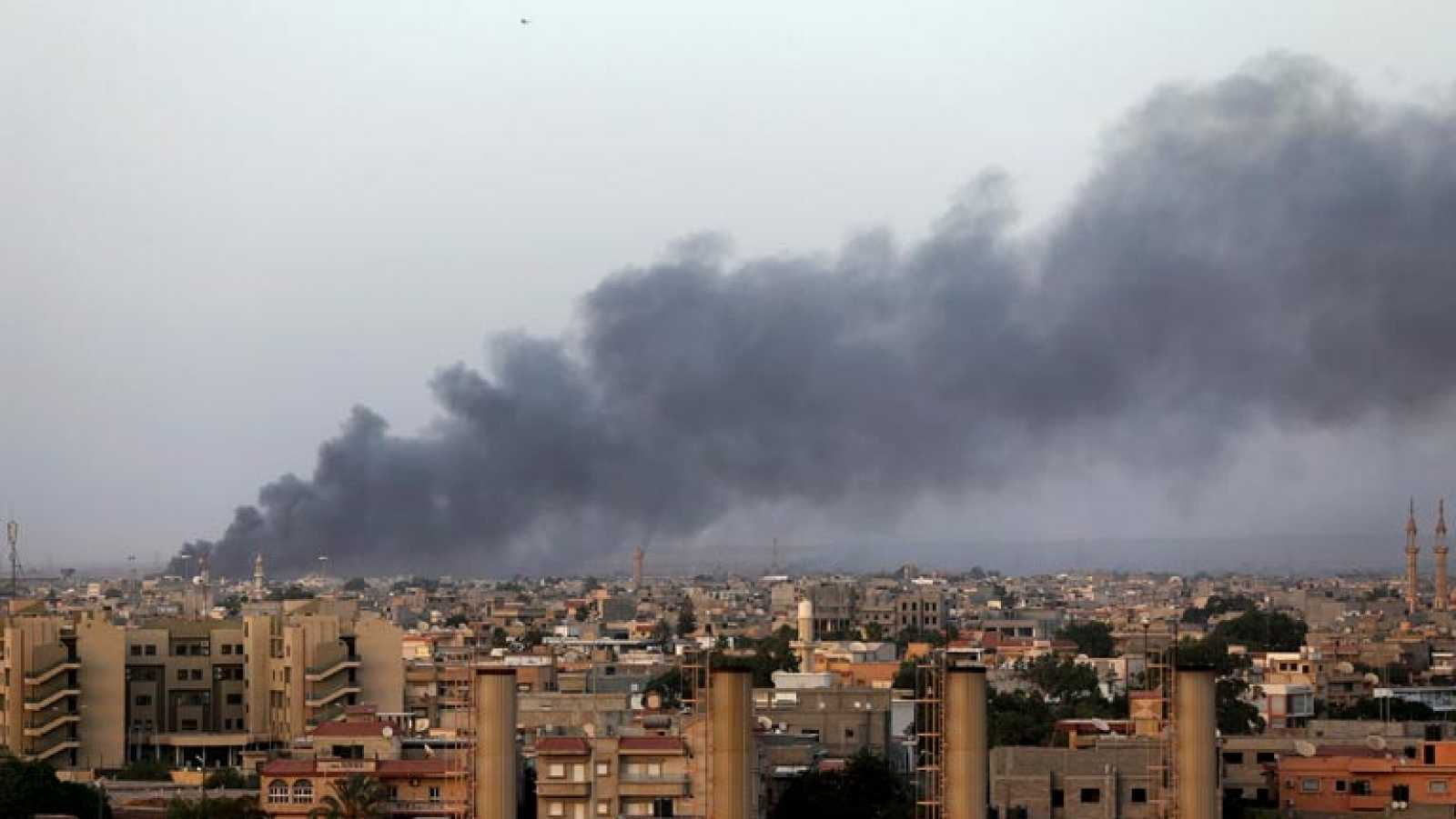 Milicianos islamistas aseguran controlar el aeropuerto de Trípoli