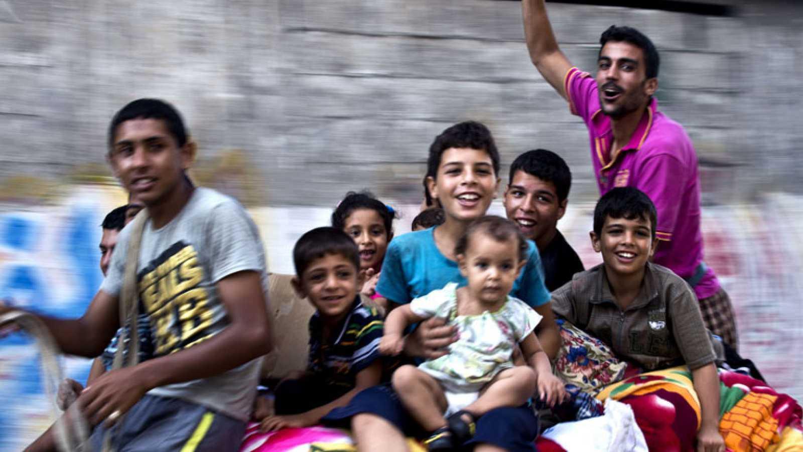En Gaza miles de personas salen a la calle para festejar la tregua permanente