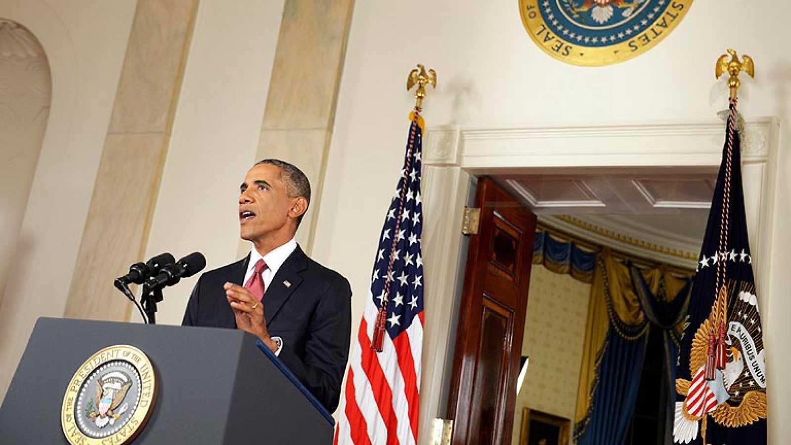 La estrategia de Obama contra el EI incluye bombardeos aéreos en Irak y armar a la oposición siria
