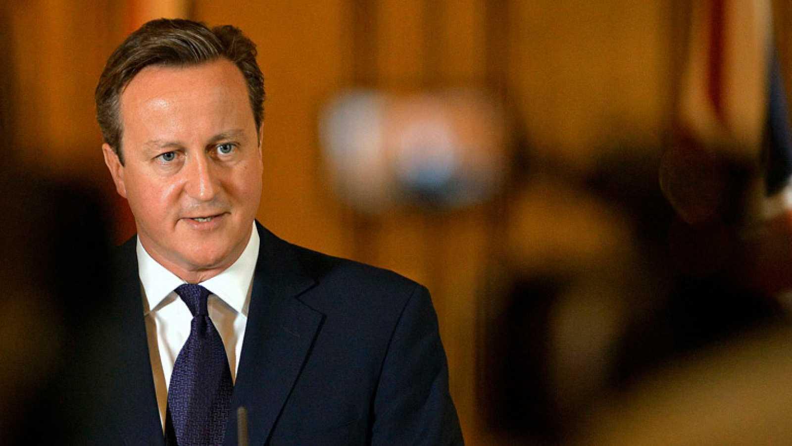 Cameron regresa a Downing Street tras la decapitación