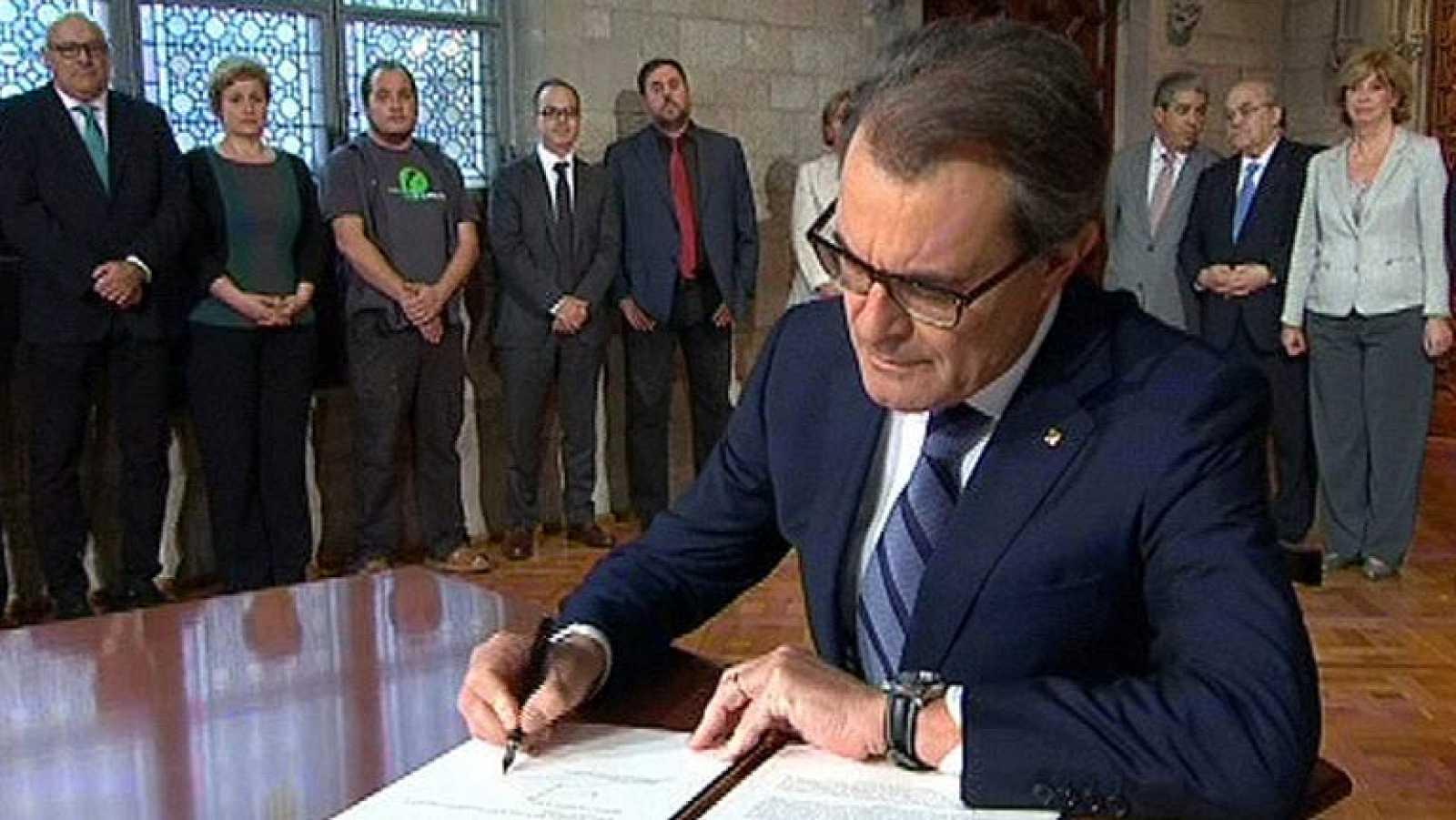 Artur Mas firma el decreto con el que convoca la consulta soberanista