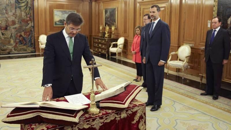 Rafael Catalá se convierte en el primer ministro que jura su cargo ante el Rey Felipe