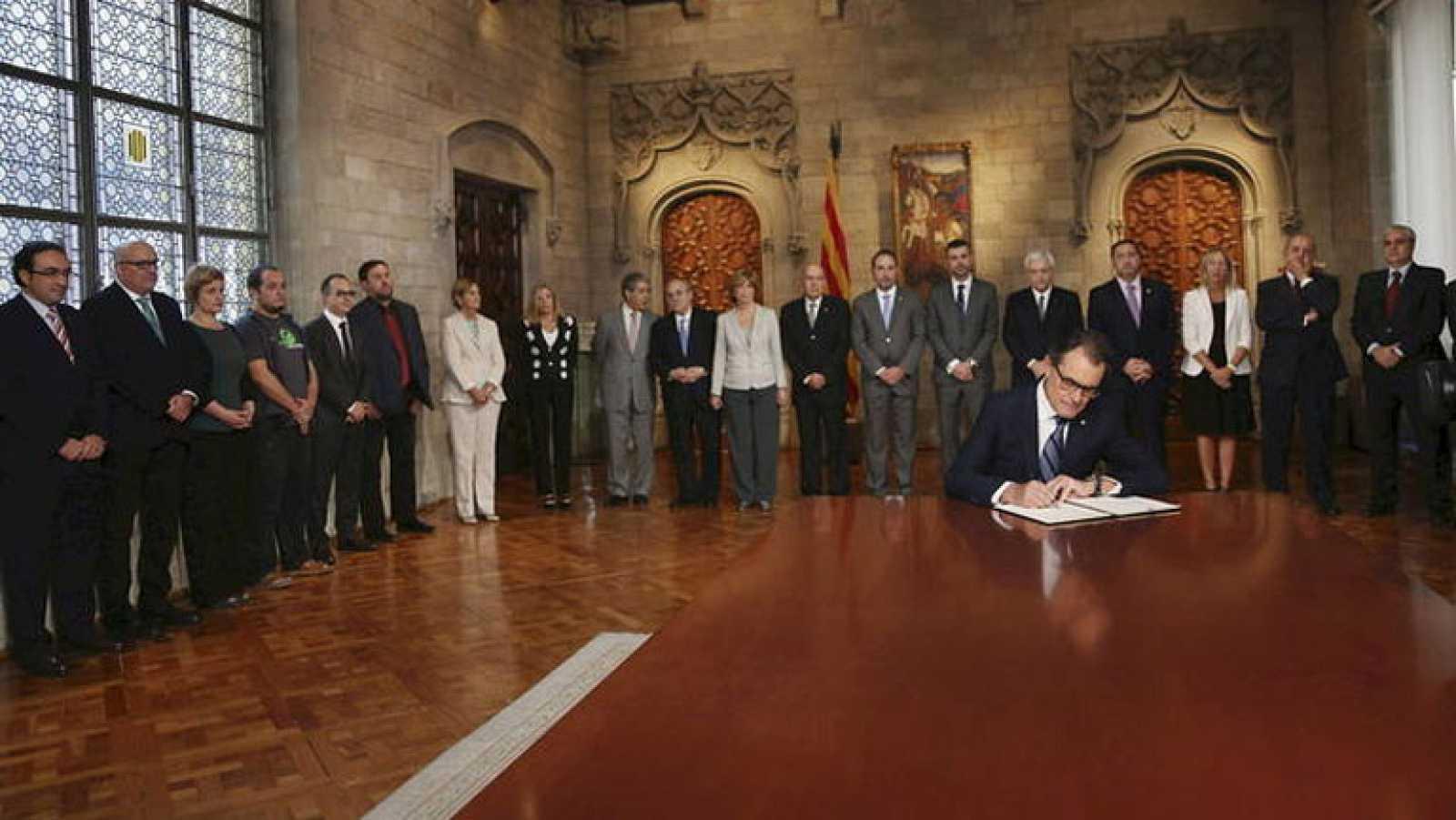 La Generalitat acuerda suspender la campaña institucional del 9-N
