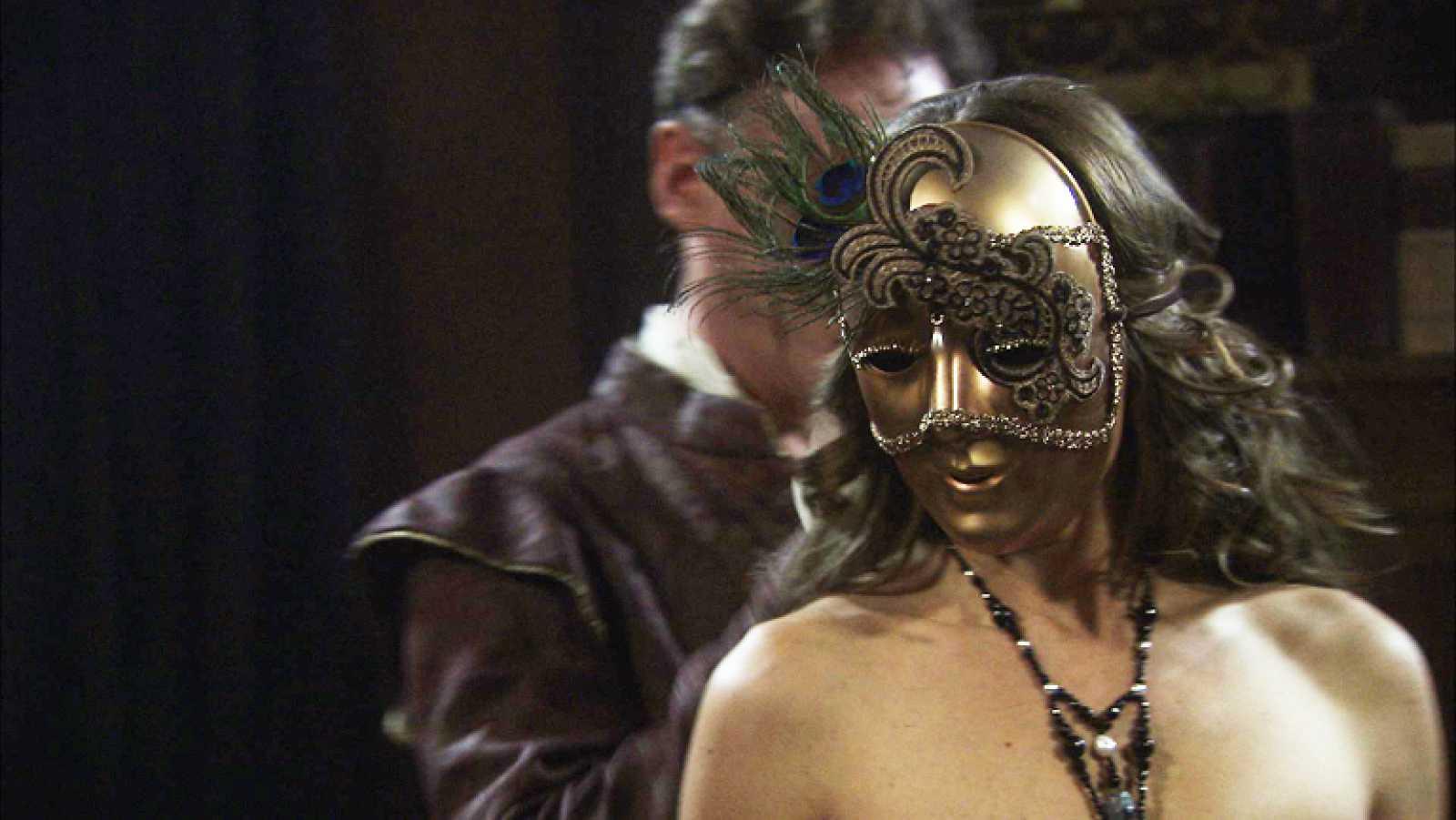 Ana Alonso Desnuda Águila roja - lucrecia muestra su cuerpo desnudo enmascarada