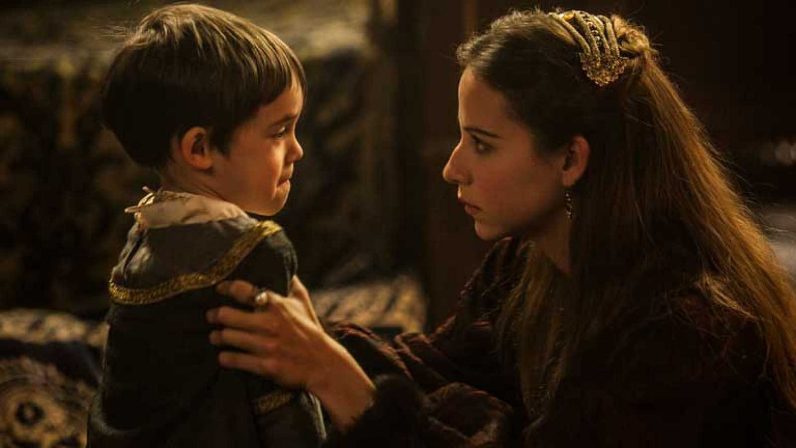Juana ataca a Carlos, su propio hijo