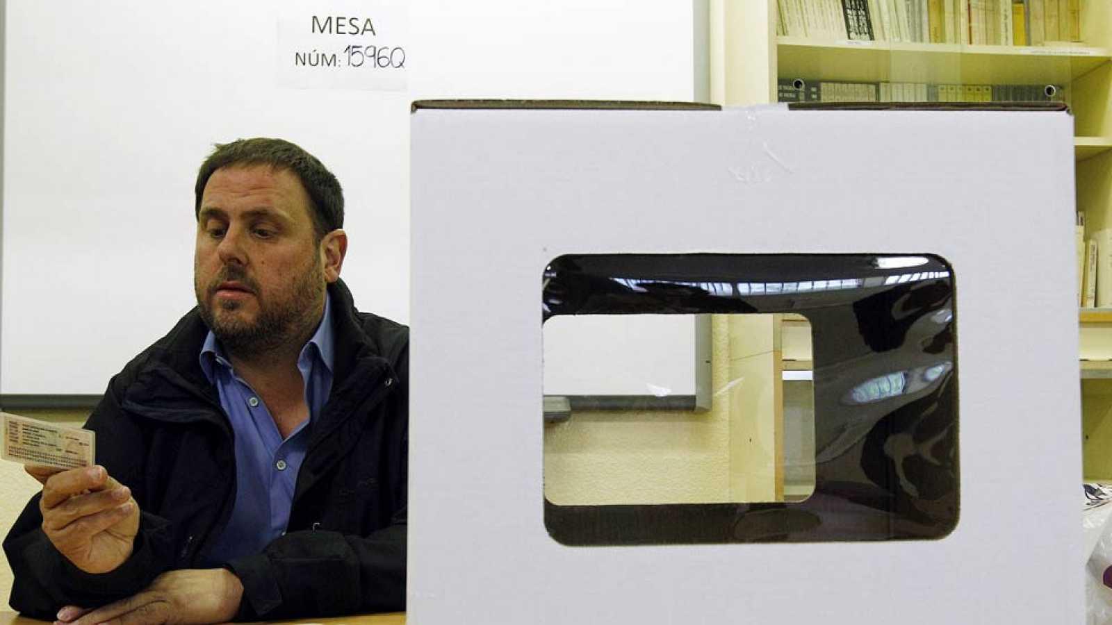 Miembros del gobierno catalán y representantes de los partidos proconsulta han acudido a votar