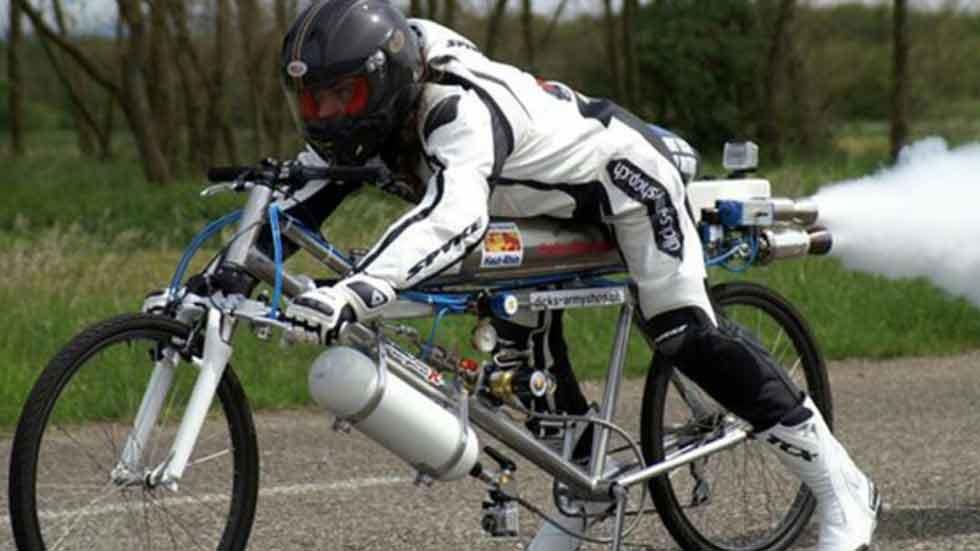 en cuanto tiempo se recorren 100 km en bicicleta