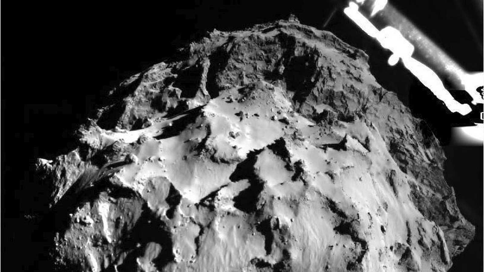 La sonda Philae, de la misión Roseta, aterriza sobre el cometa 67P