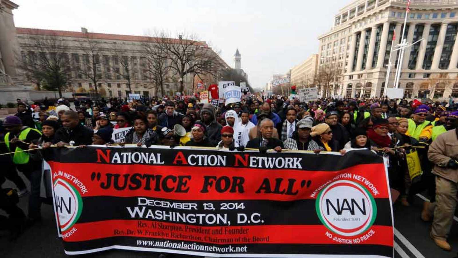 Miles de personas se manifiestan en Washington en contra de los abusos policiales racistas