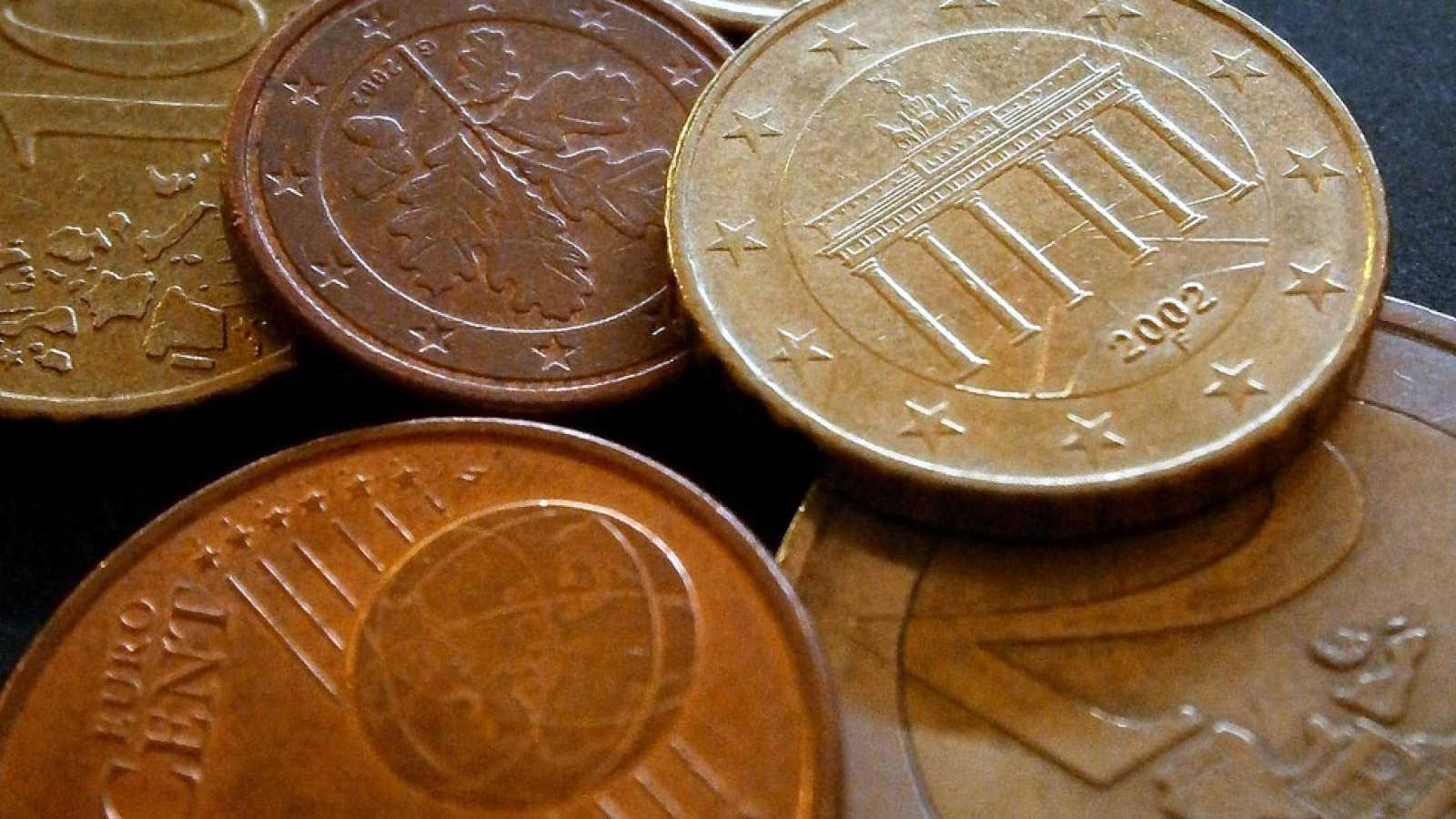 Las pensiones subirán un 0,25% y el salario mínimo 3 euros