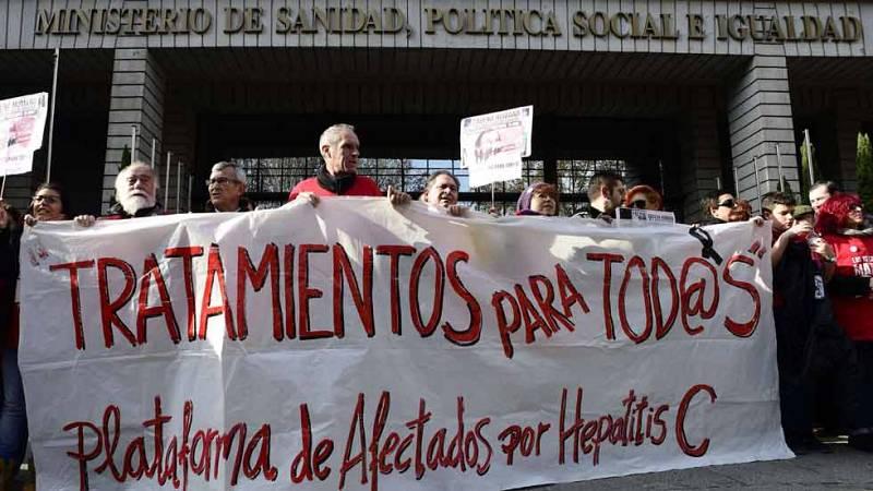 Concentración ante el Ministerio de Sanidad de pacientes de Hepatitis C