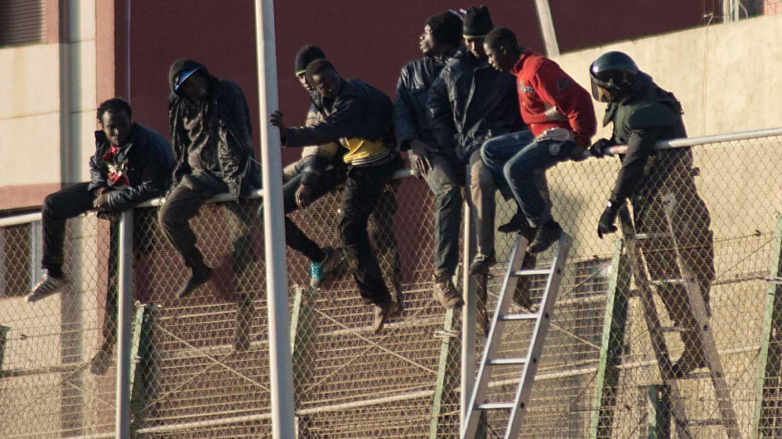 102 inmigrantes subsaharianos logran entrar en Melilla en un nuevo salto a la valla