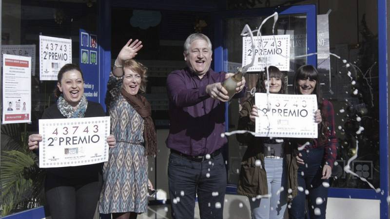 El segundo premio de la lotería del Niño, el 43.743, ha repartido 750.000 euros por toda España. La localidad de San Adrià de Besòs ha sido una de las afortunadas.