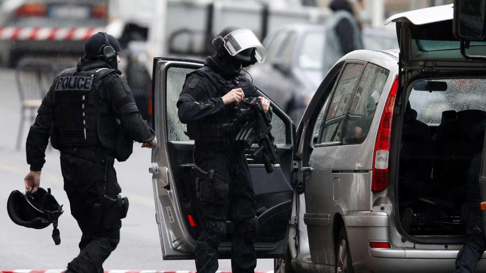 Muere una policía municipal en un ataque terrorista en el sur de París