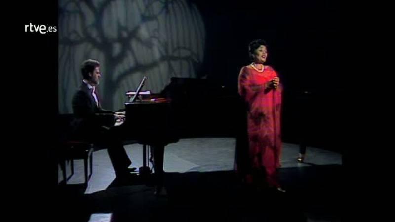 """Arxiu TVE Catalunya - Victoria dels Angels interpreta """"El Cant dels ocells"""""""