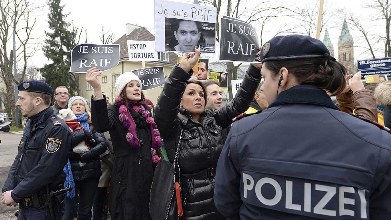 Arabia Saudí revisará el caso del bloguero Badawi