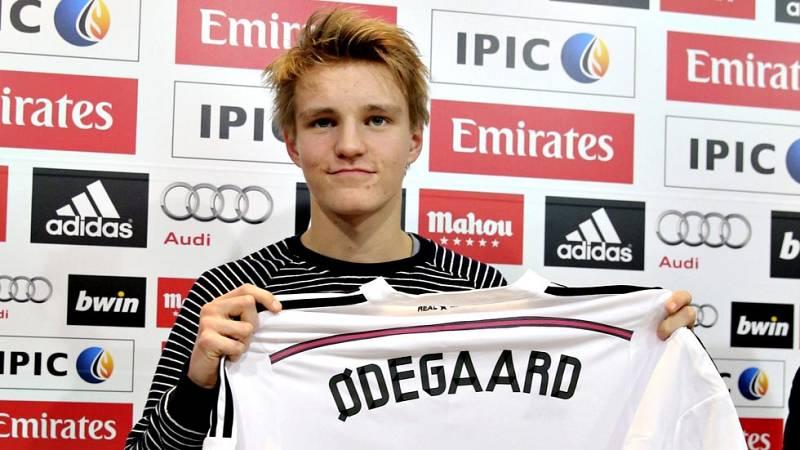 """Martin Odegaard, nuevo centrocampista del Real Madrid, aseguró este jueves, durante su presentación oficial como jugador blanco, que no siente la """"presión"""" por pertenecer a la entidad madridista después de jugar en el Stromsgodset noruego. Odegaard,"""