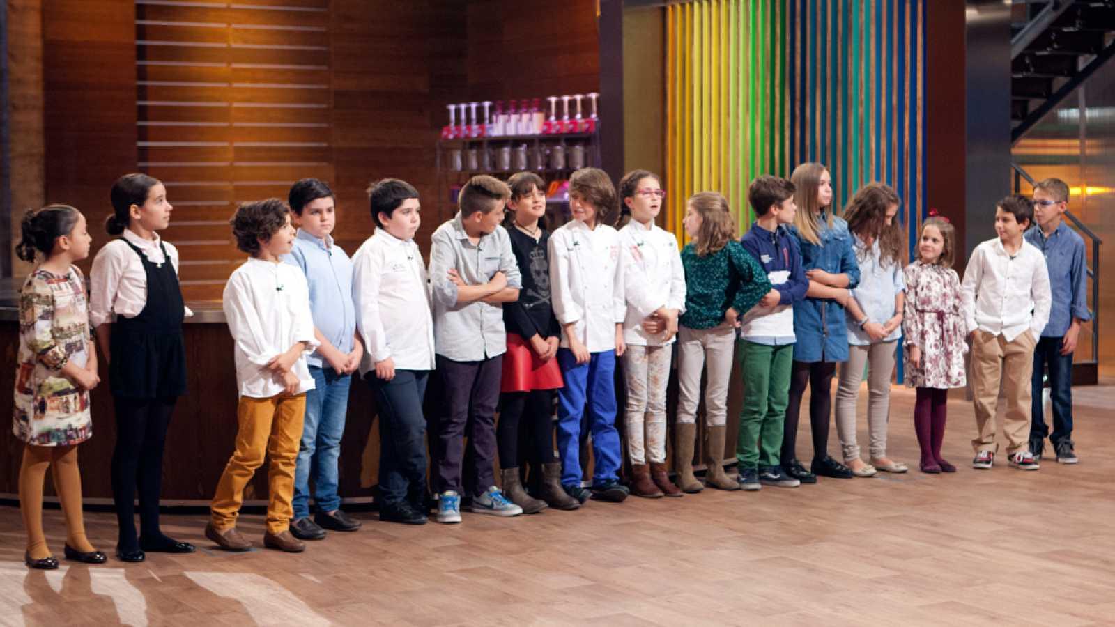 MasterChef Junior 2 - Aspirantes y familiares apoyaron a Martina y Manuel en la final