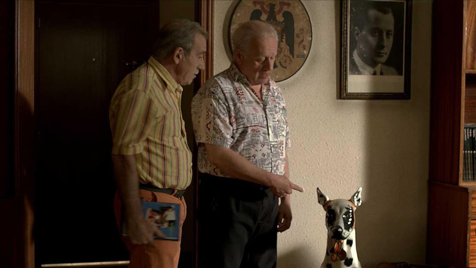 Cuéntame cómo pasó - Miguel, Ramón... y el perro de escayola