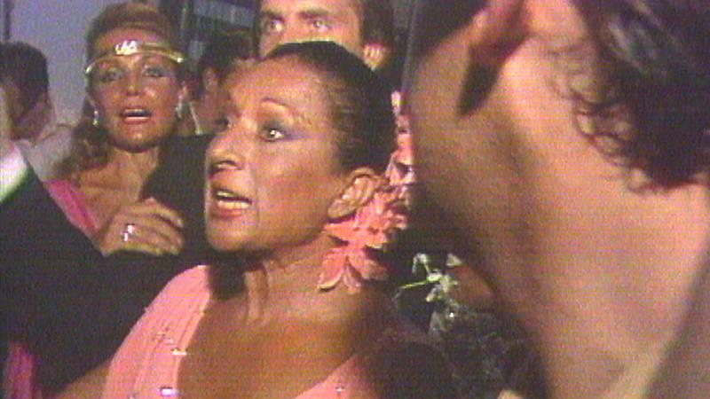 "Lola Flores estalla en la boda de Lolita: ""Si me queréis, irse"""