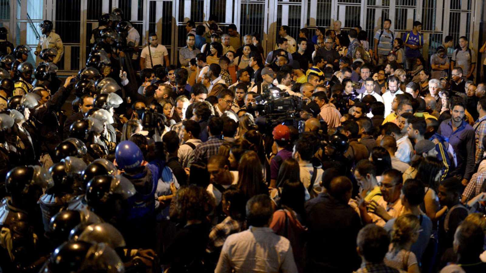 La oposición se revela contra Maduro en Venezuela
