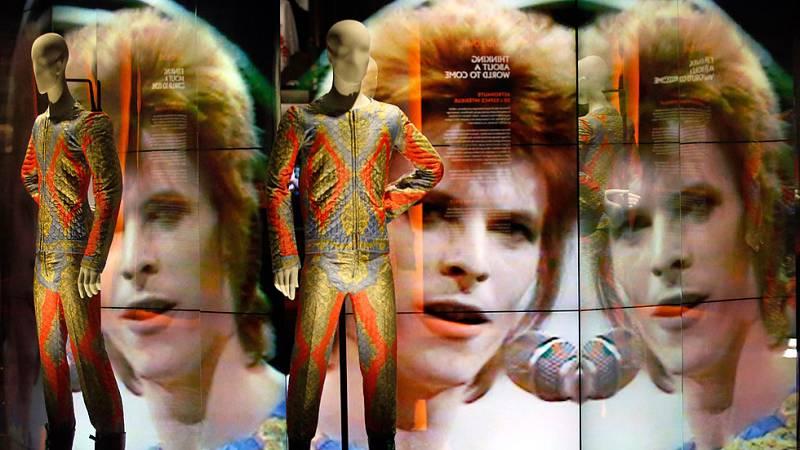 Un retrospectiva en París repasa la larga carrera de David Bowie