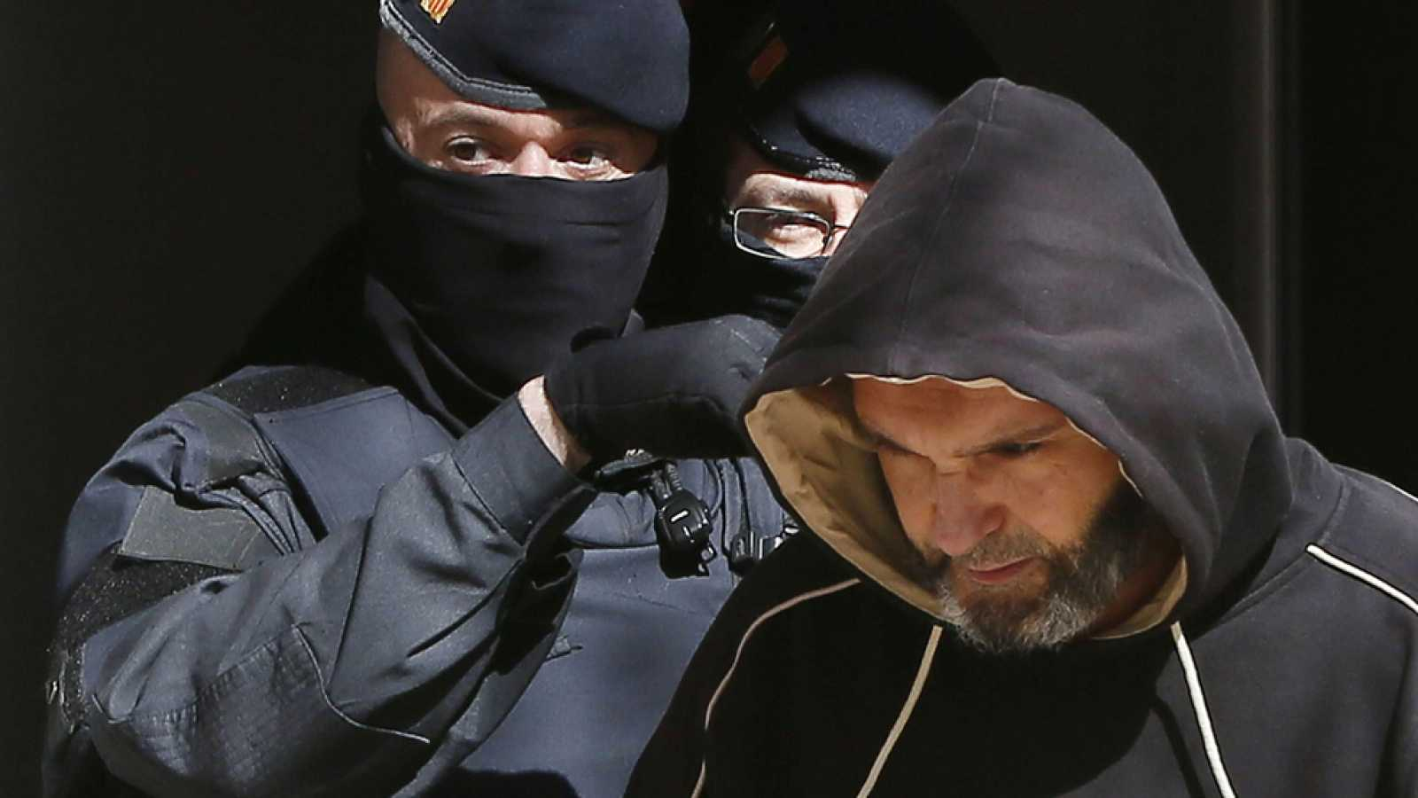 """Los mossos desarticulan una célula yihadista con """"voluntad explícita"""" de atentar en Cataluña"""