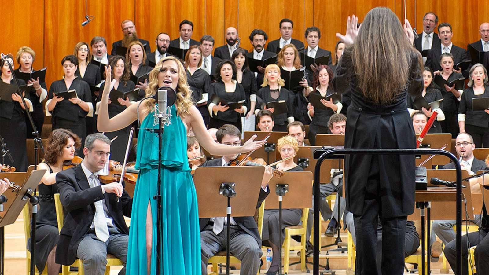 """Edurnevision - Edurne y la Orquesta y Coro de RTVE interpretan la versión sinfónica de """"Amanecer"""""""