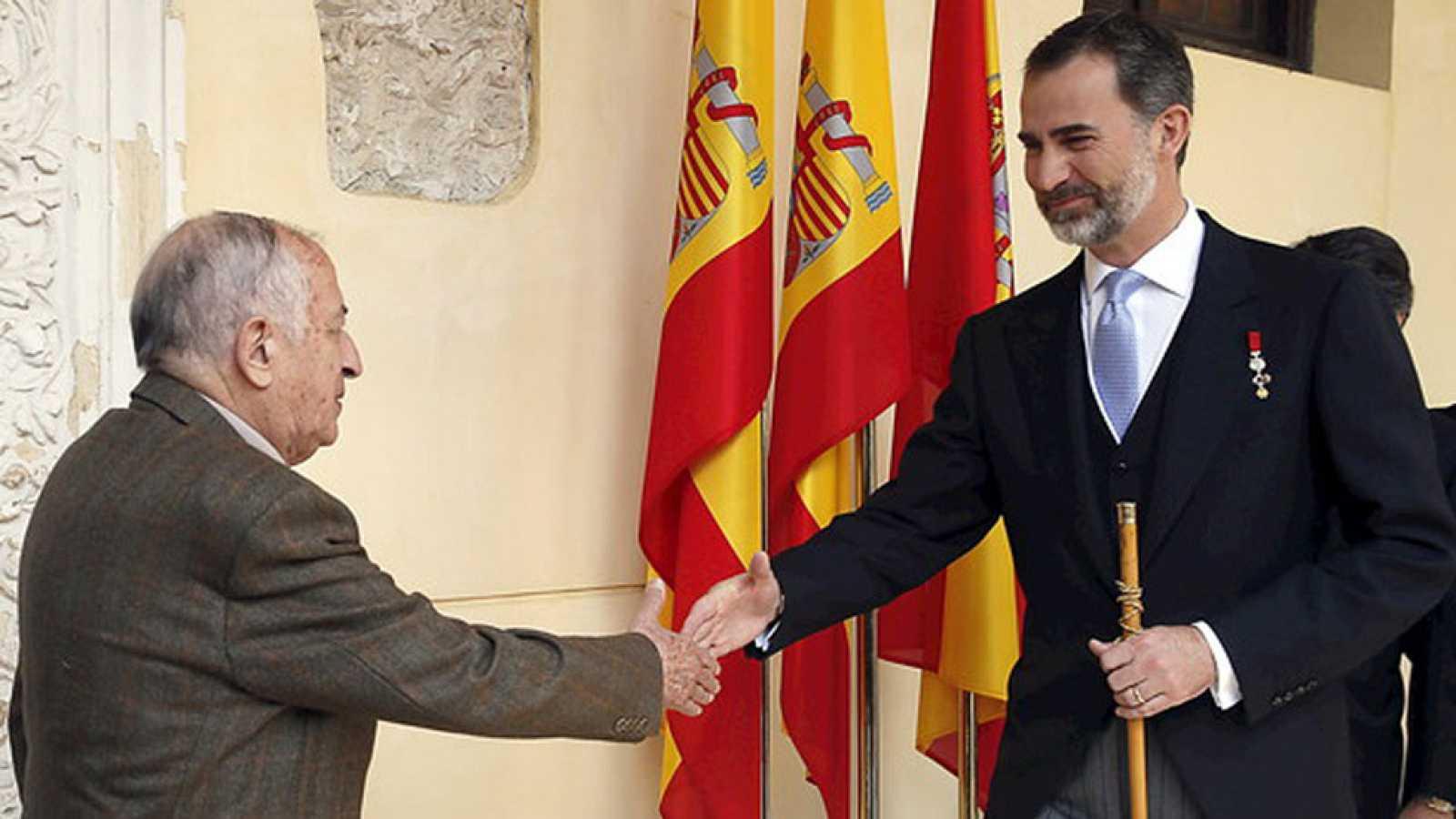 Juan Goytisolo recibe el Premio Cervantes de manos del rey don Felipe