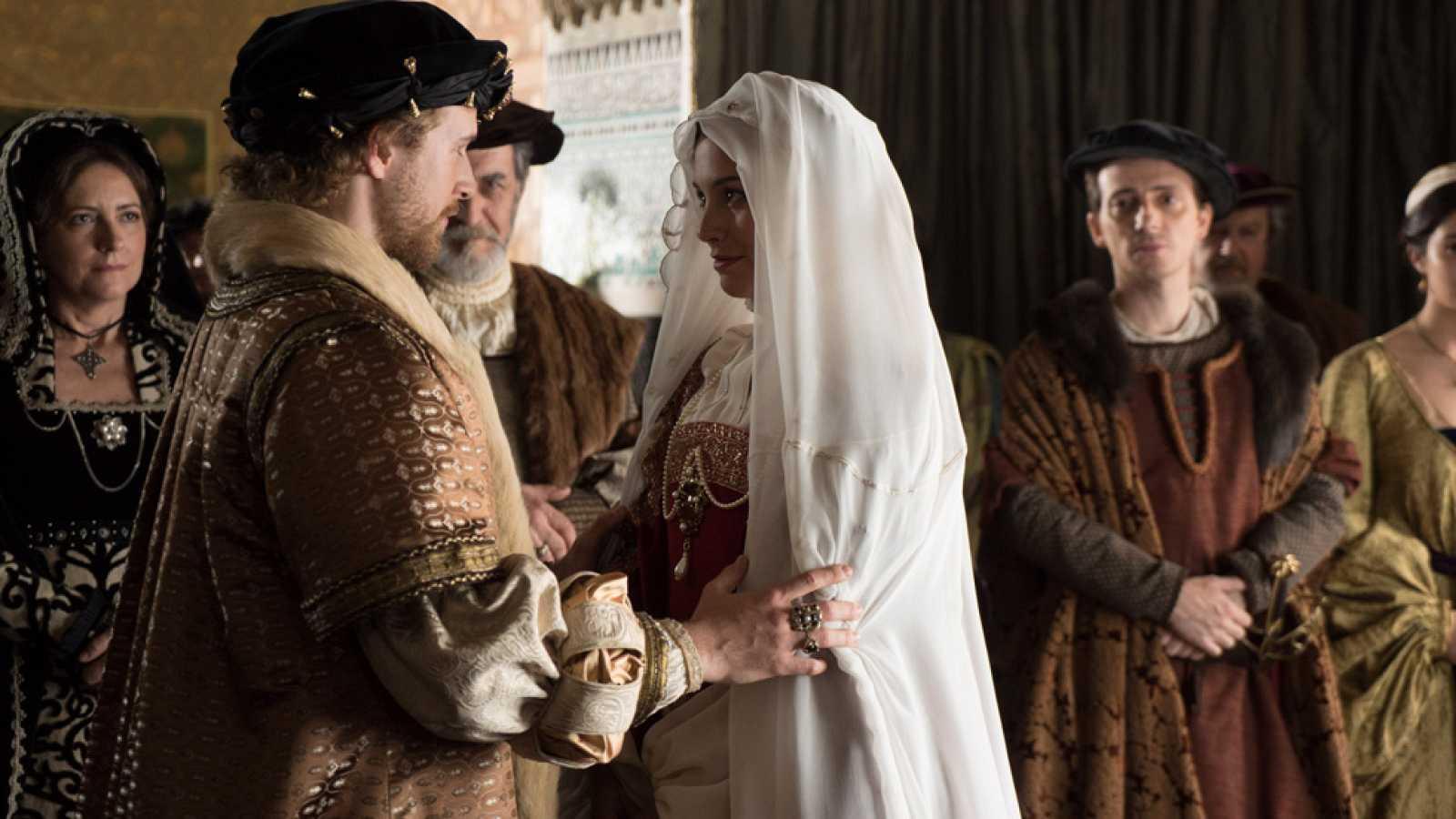Álvaro Cervantes y Blanca Suárez nos cuentan cómo fue la boda de Carlos V e Isabel de Portugal