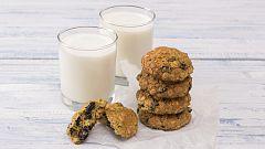 Mitos sobre alimentación: ¿Desayunar leche con galletas o cereales es saludable?