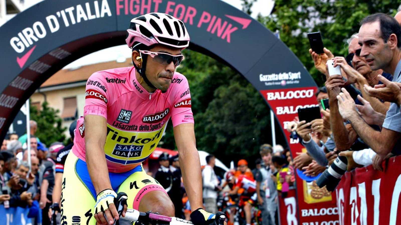 El ciclista español Alberto Contador (Tinkoff-Saxo) ha tomado la  salida de la séptima etapa del Giro de Italia que lidera, que  transcurre entre las localidades de Grosseto y Fiuggi sobre 254  kilómetros y es la más larga del recorrido, pese a la di