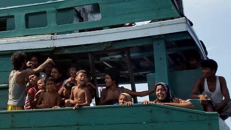 Cerca de 6.000 inmigrantes siguen a la deriva en alta mar en el golfo de Bengala sin poder desembarcar