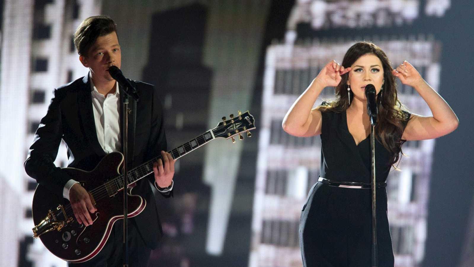 """Eurovisión 2015 - Semifinal 1 - Estonia: Elina Born & Stig Rästa cantan """"Goodbye to yesterday"""""""