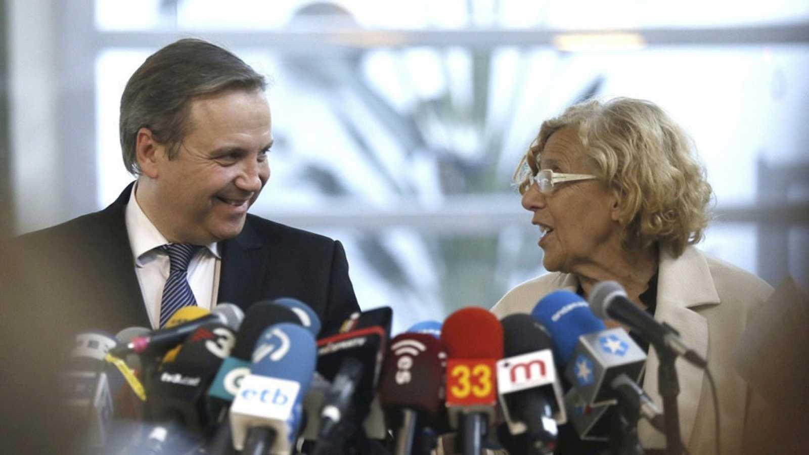 Manuela Carmena y Antonio Miguel Carmona prometen un Ayuntamiento abierto a todos