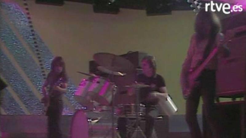 Los chicos de AC/DC tocan en el plató de 'Aplauso' en 1980