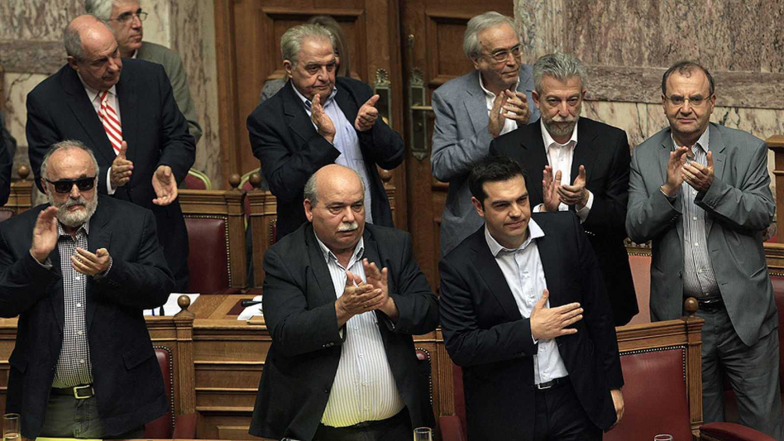 El Parlamento griego da luz verde al referéndum sobre el rescate