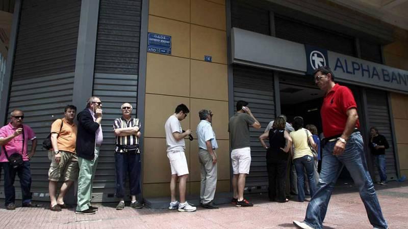 Los griegos siguen buscando cajeros con dinero
